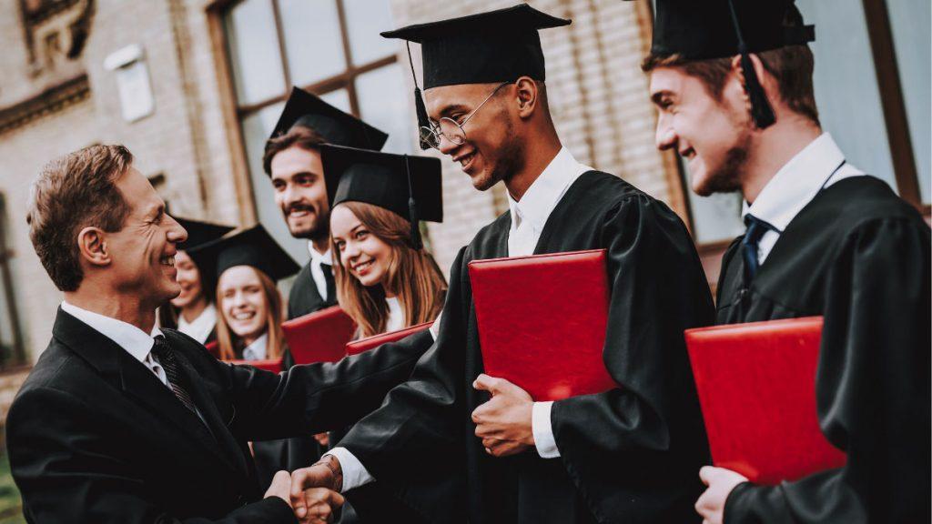 Выпускники университета в Англии